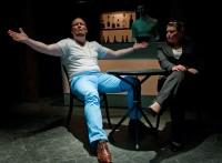 Prinsen (Magnus Jordung) och Gisbourne (Jenny Linder)